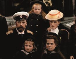 El Zar Nicolas II con su familia a bordo del yate imperial portada