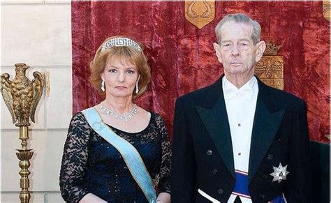 SM La Reina Margarita de Rumania junto a su padre el Rey Miguel. Rumania sigue siendo una republica pero la familia real es muy pouplar y respetada