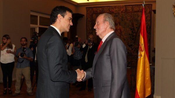 El presidente del gobierno Pedro Sanchez junto a SU Majestad el Rey Juan Carlos I portada
