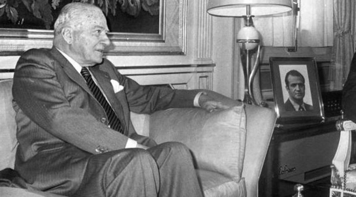 Adolfo Suarez Presidente del Gobierno de España y Josep Taradellas que juro su cargo de Presidente de la Generalidad el 24 de octubre de 1977. (Teodoro Naranjo ABC)1